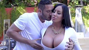 Porn outdoor with beautiful curvy lady and her young neighbor 20 min